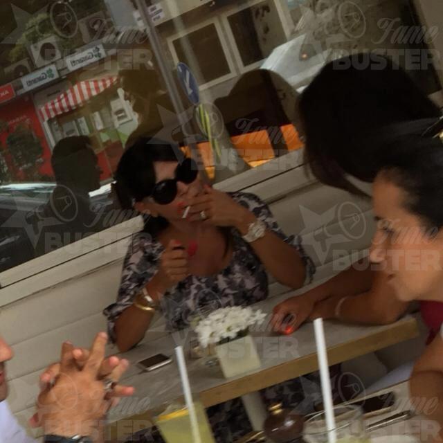 Famebuster Suzan Sabancı Sigara mı o elindeki fame buster