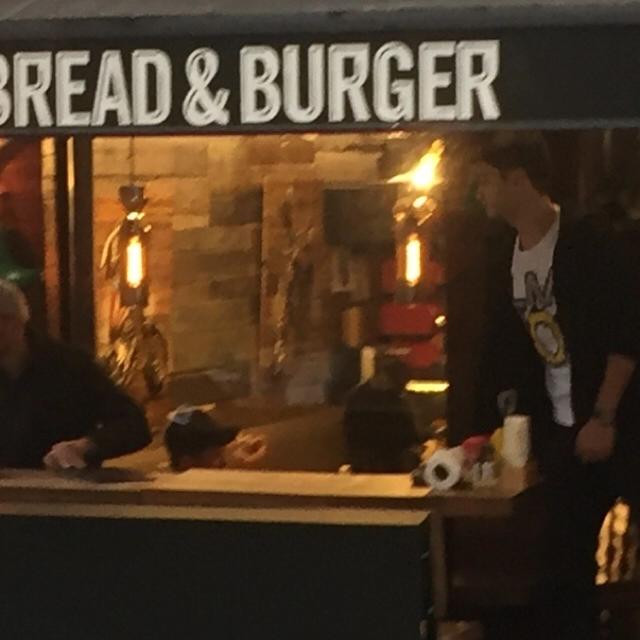 Famebuster Ozan Doğulu Sevgilisiyle burger keyfi fame buster