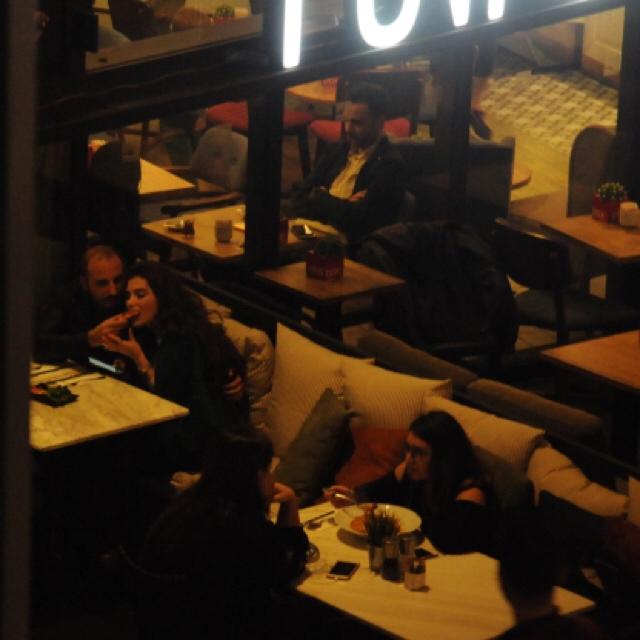 Famebuster Ceren Hindistan Sevgilisiyle pizza romantizmi fame buster