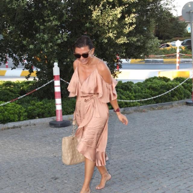 Famebuster Selen Görgüzel Çıplak ayaklı kontes fame buster