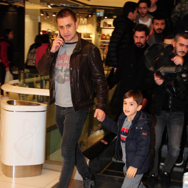 Famebuster Emre Aşık Emre'nin ve yakışıklı oğlu gezmelerde fame buster
