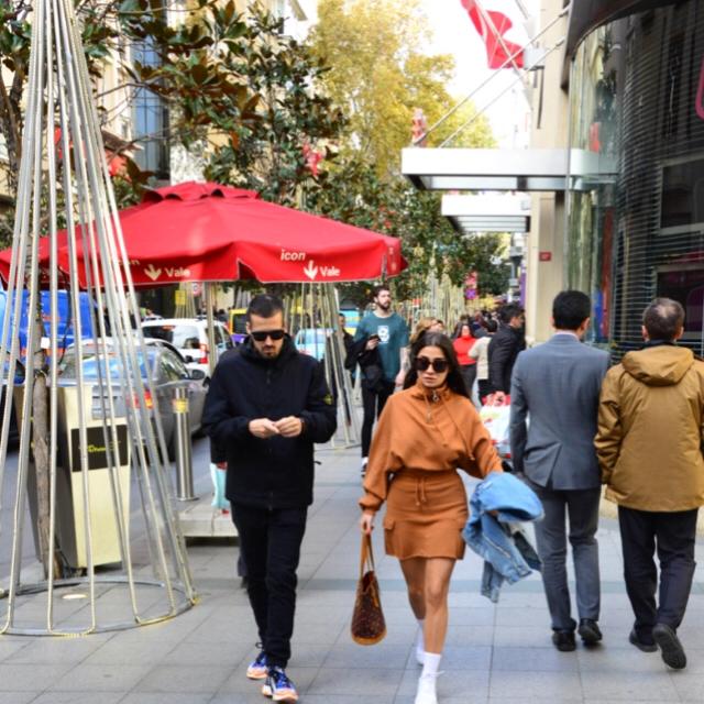 Famebuster Gökhan Gencebay Sevgilisi Seda ile turluyor fame buster