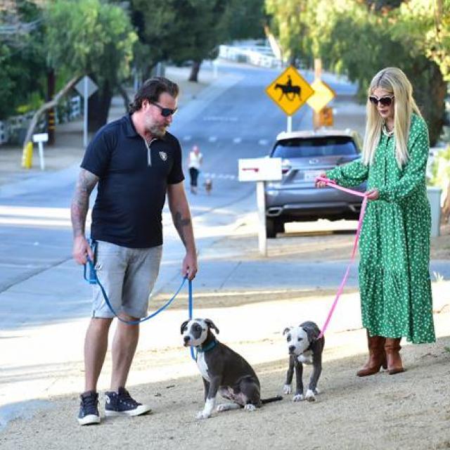 Famebuster Tori Spelling, Dean McDermott  happy family fame buster